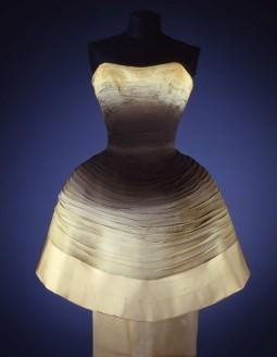 Emilio Schuberth evening dress in silk chiffon, designed in 1955-56 ca.  Collection Galleria del Costume di Palazzo Pitti, Florence. All rights reserved. Photo: Gabinetto fotografico SBAS, Mauro Carrieri.