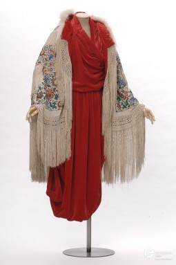Ensemble designed by Paul Poiret in 1911. Collection Les Arts Décoratifs. All rights reserved.