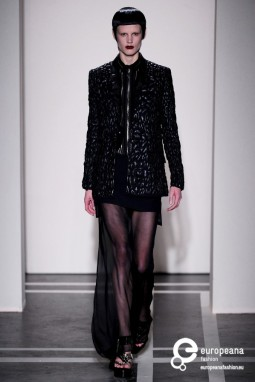 Givenchy, Spring-Summer 2011. Collection Catwalkpictures, all rights reserved.