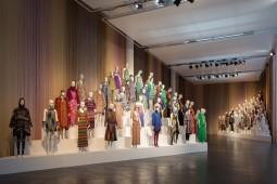 """""""Le Forme della Moda"""" MISSONI, L'ARTE, IL COLORE, MA*GA Museum, Gallarate, 19th April – 15th November 2015. All rights reserved."""