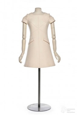 Dress designed by André Courrèges, 1967. CollectionLes Arts Décoratifs, all rights reserved.