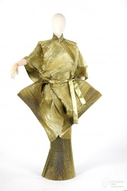 Ensemble designed by Popy Moreni in 1983. See more on Europeana Fashion: http://bit.ly/1mAaiG2. Collection Les Arts Décoratifs, all rights reserved.