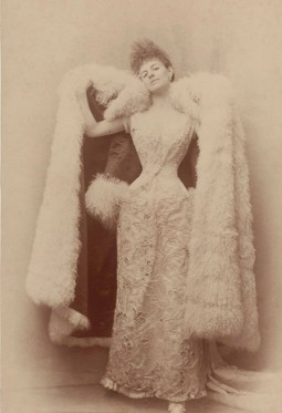 Otto (Otto Wegener), Portrait of Élisabeth Greffulhe wearing an evening gown and coat lined with Mongolian lamb, circa 1886-1887 Albumen print © Otto/Galliera/Roger-Viollet