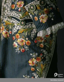 Detail of a men's attire with coat and waistcoat in embroidered silk, made in France around 1785. Photo by Mats Landin. Collection Nordiska museet, CC-BY-NC-ND.
