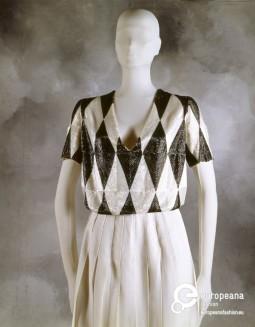 """An ensemble designed by Krizia, exhibited in """"La Sala Bianca: La Nascita della Moda Italia"""", at Pitti Uomo 42, 1992. Collection Pitti Immagine, all rights reserved."""