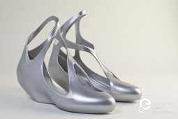 The shoes designed by Zaha Hadid Studio for Melissa in 2009. Collection Mude - Museu do Design e da Moda, all rights reserved.