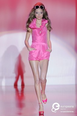 Barbie Runway Show, Season Autumn-Winter. New York, 2009. Photo by Etienne Tordoir. Courtesy of Catwalk Pictures