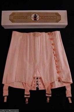 Pink corset made by Le Grandukor. Belgium, 1920/1930. Courtesy of ModeMuseum Provincie Antwerpen. All rights reserved