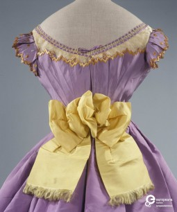 this bold bow in yellow silk is stitched to the belt of a 19th century ceremony gown. See more on Europeana Fashion: http://bit.ly/1TIGpzG Collection Galleria del Costume di Palazzo Pitti, all rights reserved.