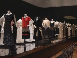 """Catwalk"" fashion at the Rijksmuseum, Room 3, ""Catwalk"". Photo: Carola van Wijk."