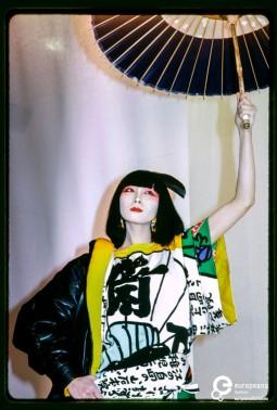 Fashion show of Kansai Yamamoto winter 1981-1982 women's ready-to-wear collection. Model: Sayoko Yamaguchi. Photo by Paul van Riel. Paris, 1981. Photo © Paul van Riel / HH. All rights reserved.