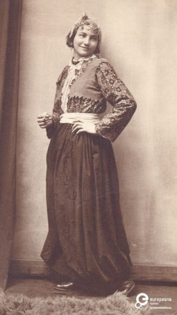 Portrait of Mina Hadzi Paskovic dressed as a gipsy woman, 1931, Courtesy Museum of Applied Art, Belgrade