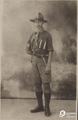 Photo of a boy scout. Courtesy Peloponnesian Folklore Foundation, all rights reserved.