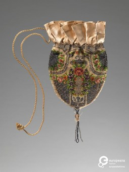 Embroidered reticule, 1920-1930, Courtesy Amsterdam Museum, CC