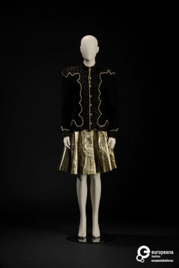 Ensemble designed by Kansai Yamamoto, 1980s, Courtesy Modemuseum Hasselt, All Rights Reserved