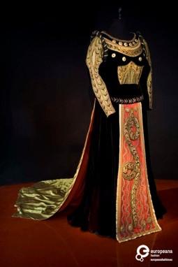 Stage costume for Luigi Cherubini's Medea, designed by Lucien Coutaud, Courtesy Fondazione Cerratelli, All Rights Reserved