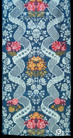 Dress fabric of glazed brocaded worsted, probably made in Norwich, 1760-1770. Courtesy Victoria and Albert Museum, CC BY.