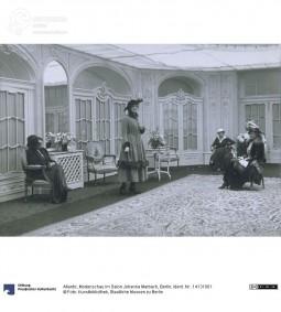 Fashion show in Salon Johanna Marbach, photo by 'Atlantic', Berlin, ca. 1916. Courtesy Kunstbibliothek, Staatliche Museen zu Berlin, CC BY NC SA.