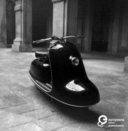 Scooter designed by Emilio Pucci, 1947, Courtesy Pucci Archive, All Rights Reserved