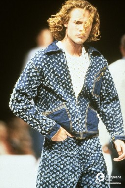 Vivienne Westwood, Pitti Uomo 38, 1990. Courtesy Pitti Immagine, all rights reserved.