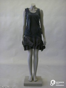 'Delyth', dress designedby Bruno Pieters, 2004. Courtesy MoMu - Modemuseum Provincie Antwerpen, all rights reserved.